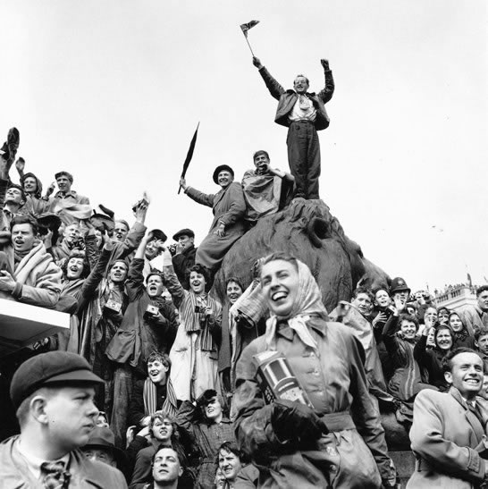 Coronation crowd, Trafalgar Square, London – 1953