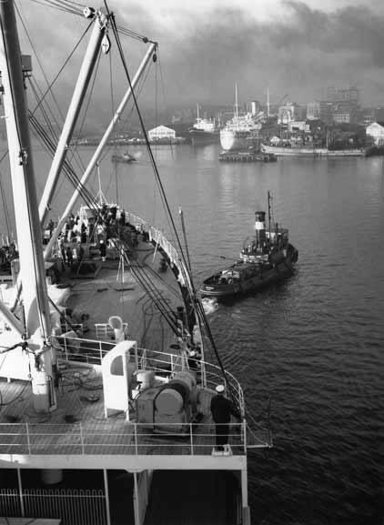 <em>Himalaya</em> approaching Pyrmont Docks – 1950
