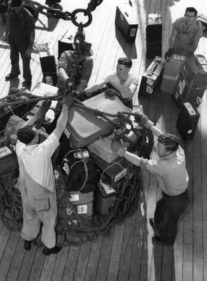 Slinging passengers' baggage – 1950