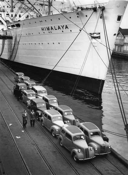 Imported British cars on Pyrmont dock – 1950