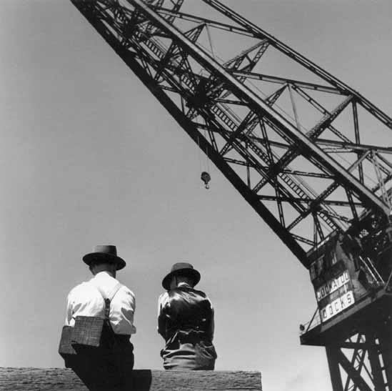 Dock workers and Titan crane – c.1947