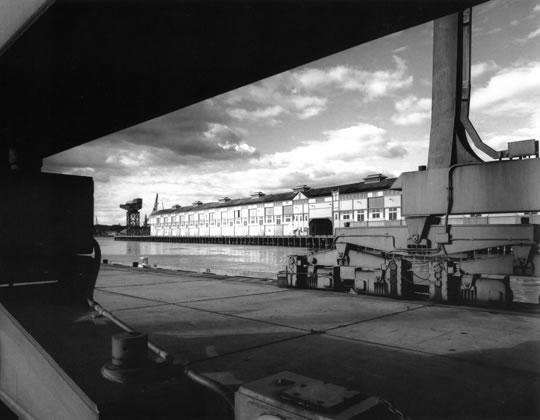Woolloomooloo finger wharf and Garden Island crane – 1990