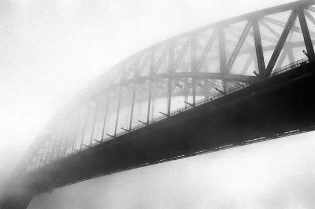 Harbour Bridge in fog – 1973