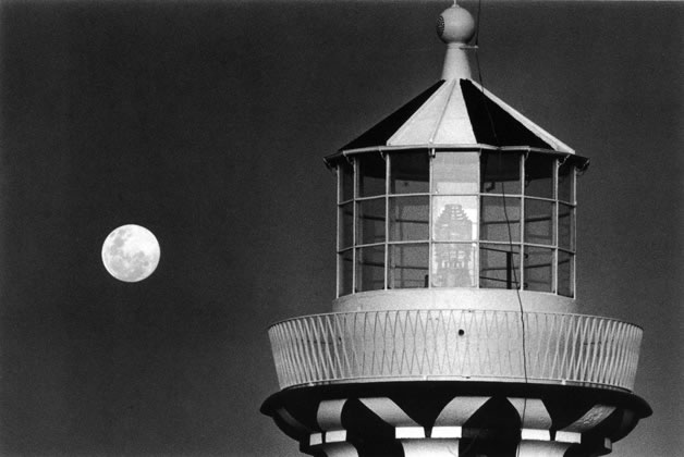 Hornby lighthouse at South Head with rising full moon – 1991
