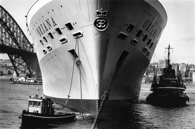 <em>Oriana</em> berthing at Sydney Cove Passenger Terminal – 1963