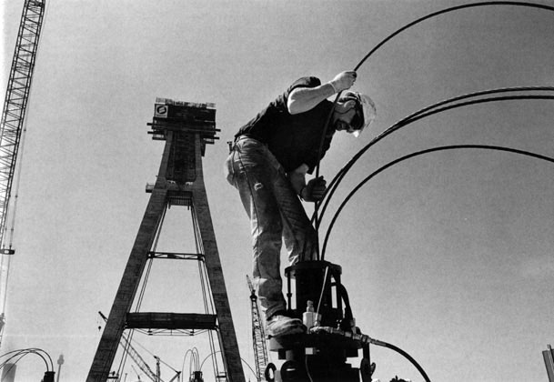 Ken Kaye-Smith guides cables into heavy lift jack – c.1993