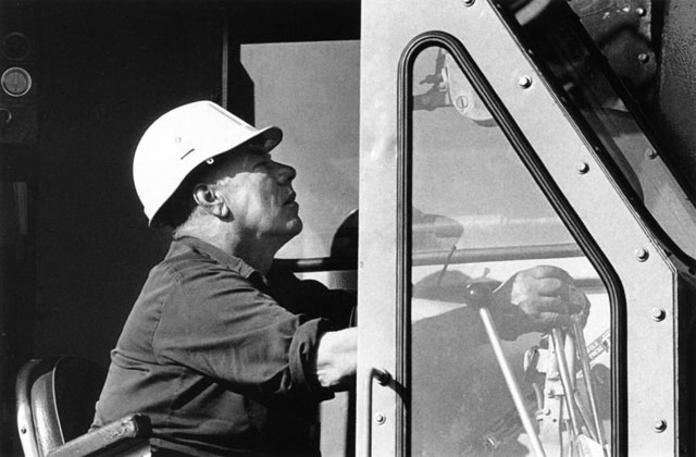 Crane driver Joe Stelzer at controls of 4100 Ringer Mantowoc crane – c.1993