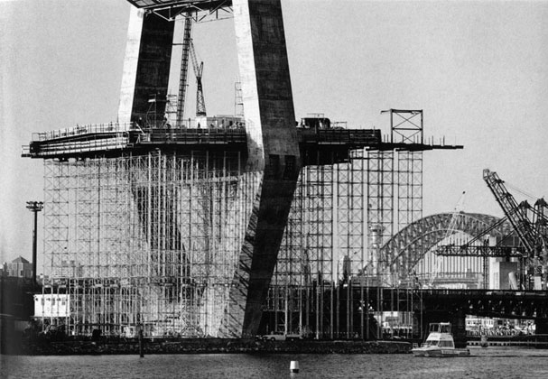 Kingshore scaffolding in place supporting pier table under western tower – c.1993