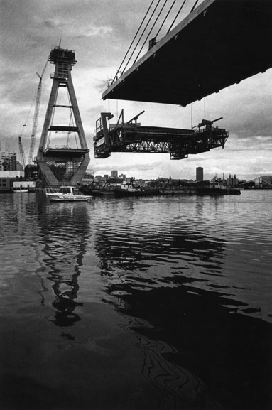 Lowering formtraveller onto barges at completion of western deck main span – c.1994