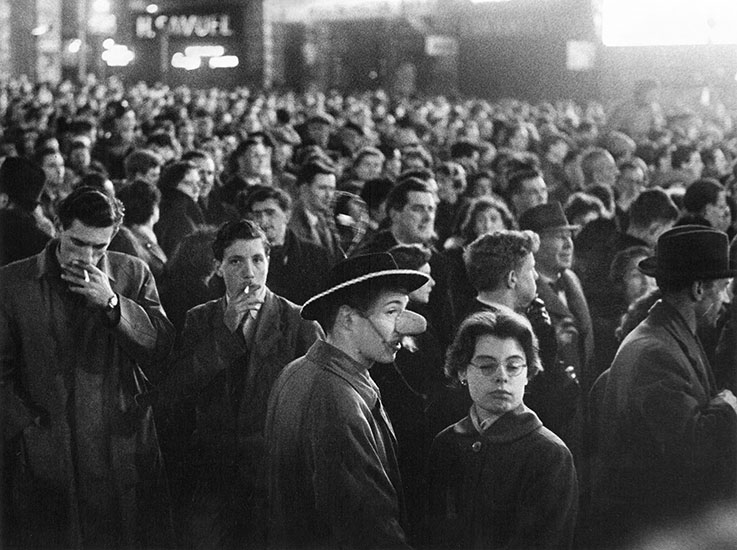 London crowd – c.1954