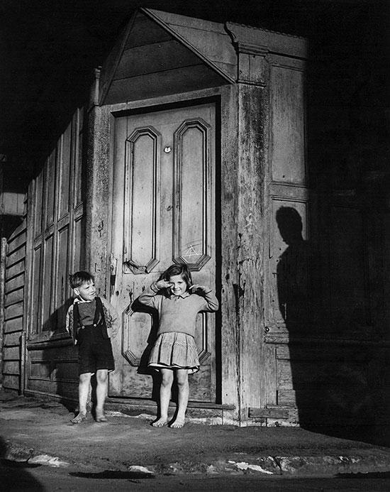 Slum kids – 1948